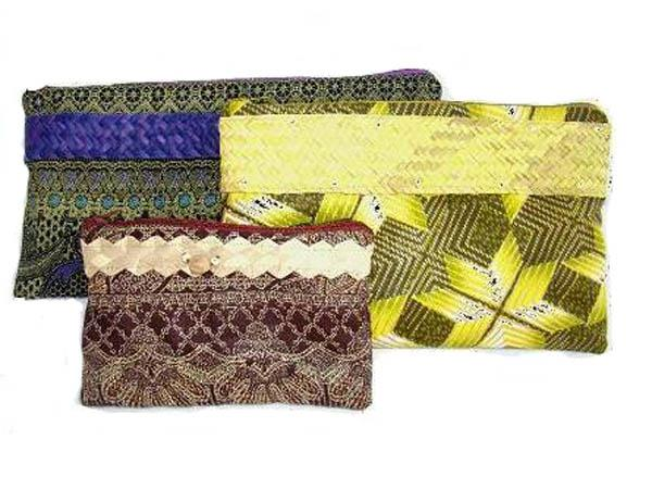 Zip up purses in a variety of colourful and highly patterned kitenge.  Picture is for guidance; material patterns vary seasonally; however, you can specify...