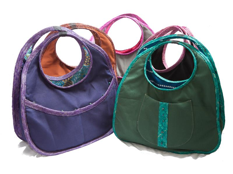 Canvas bag, trimmed with ukili, that can be hand held or worn on the shoulder, with horizontal double pocket or single patch outer pocket.  Fully lined wit...