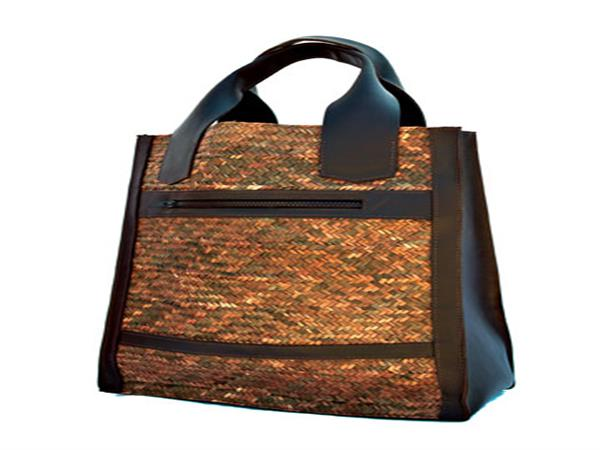 Woven ukili tote bag.  Ideal for carrying laptop and documents.  Reinforced with leather base, with protective feet to prevent soiling. Fully lined with co...